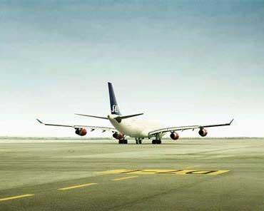 国际物流空运:国际货运代理商--集装箱海运